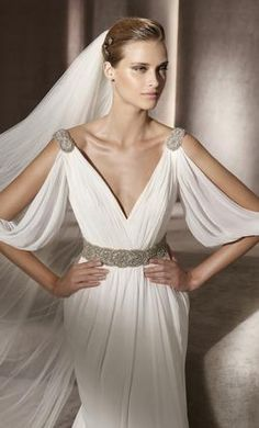 New (Un-Altered) Pronovias Famosa Wedding Dress $945 USD. Buy it PreOwned now and save 46% off the salon price!