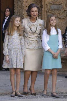 Analizamos los looks de la princesa Leonor y la infanta Sofía - RevistaDiezminu