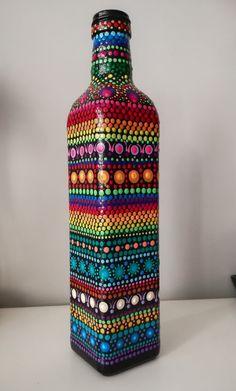 Painted Glass Bottles, Glass Bottle Crafts, Wine Bottle Art, Glass Painting Designs, Pottery Painting Designs, Dot Art Painting, Creation Deco, Bottle Painting, Mandala Art