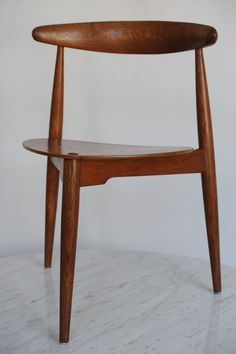 Hjertestolen, ca Hans Wegner Hans Wegner, Icon Design, Teak, Furniture Design, Icons, Chair, Retro, Home Decor, Decoration Home