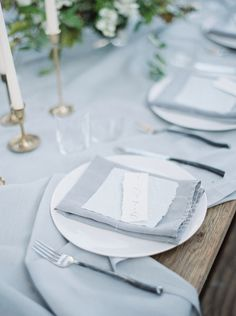 Chic, organic tablescape | Photographs by Caileigh | see  more on: http://burnettsboards.com/2014/12/wind-bride/