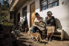 #photojournalism #photojournal #visualstorytelling #documentalphotography #documenting #socialdocumentary #sociallandscape #sisters #familitytime #remember #colombianphotojournalist #storyteller #latinoamerica by villamilvisuals