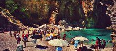 #CalaMariolu, sul #mare e sotto la #montagna del #golfodiorosei, in #Estate è più o meno così. #sardignagalana