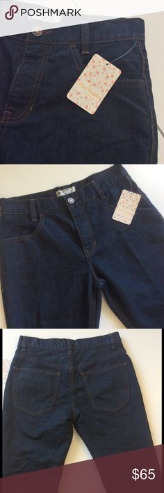 """Free People Cropped Flare Jeans NWT🎉HP On trend flared crop leg! Dark wash. 5 pocket styling 🌀 waist 27""""; rise 10""""; hip 36""""; inseam 26"""" Photos 3-6 are actual item 🌼Fabric: 77% cotton; 23% polyester  🌼New with tags 🎀Bundle discount  ⭐️5 star rated Suggested User 🚭Smoke free home 🚫I don't trade 😍 Thank you for shopping with me. Please feel free to ask questions Style Crush Host Pick by @ninascloset5 😍😘 Free People Jeans Boot Cut"""