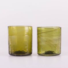 Syrische Gläser | mundgeblasen | recyceltes Altglas #syrian #glass #mouthblown #green #kitchen #interior #design Pint Glass, Traditional, Mugs, Tableware, Kitchen, Design, Recyle, Homes, Dekoration