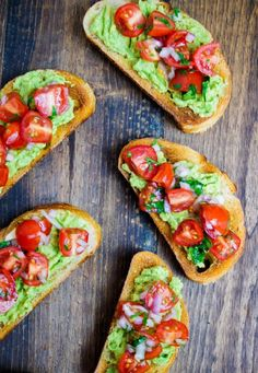 Se bruschetta é bom, imagine uma bruschetta de guacamole...! Receitinha aqui no link:
