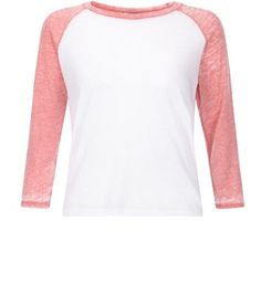 Teens. For everyday outfits this raglan tee is the perfect pick - try with blue skinny jeans and slip on plimsolls.- Raglan style- Contrast sleeves- Rounded neckline- 3/4 sleeves- Casual fit