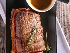 Make this delicious meal that is perfect for any meat lover. This roast beef is cooked in the oven and is covered with a tasty homemade gravy.