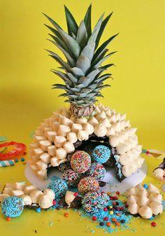 Realizza la torta sorpresa a forma di ananas! Tutta da rompere come una pignatta!