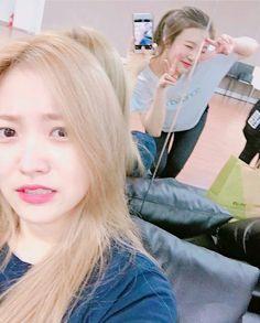 Red Velvet - Yeri & Joy.