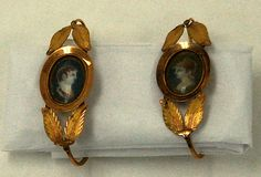French gold earrings at the Metropolitan Museum of Art, 1804-1809