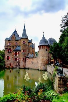 Burg Satzvey, Mechernich in Germany. The Satzvey Castle is a medieval moated castle , originally dating from the 12th Century, and is located on the northeastern edge of the Eifel in Mechernich in the district of Euskirchen , North Rhine-Westphalia ( Germany ).