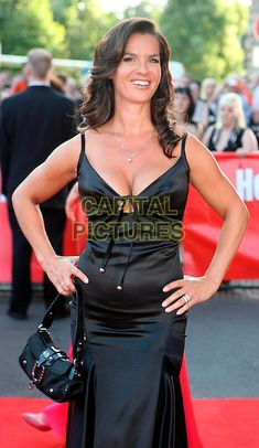 Actresses With Black Hair, Red Haired Actresses, Brunette Actresses, Katarina Witt, Sexy Older Women, Sexy Women, Hot Figure Skaters, Dorothy Hamill Haircut, Brunette Blue Eyes
