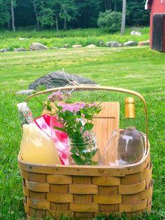 Backyard Summer Picnic Decor Ideas Picnic Date, Beach Picnic, Summer Picnic, Romantic Picnics, Romantic Dinners, Picnic Foods, Picnic Recipes, Picnic Ideas, Picnic Theme