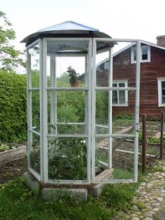 Greenhouse recycled windows Source by Mini Greenhouse, Greenhouse Plans, Greenhouse Gardening, Outdoor Projects, Garden Projects, Garden Structures, Outdoor Structures, Recycled Windows, Backyard