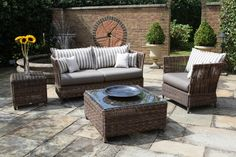 decoration-outdoor-modish-rectangular-rattan-patio-desk-with-glass-top-also-cool-rattan-couch-and-chairs-plus-gray-vinyl-cover-seat-as-decorate-small-patio-ideas-with-grey-stone-flooring-and-brick-fe.jpg (2000×1333)