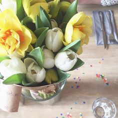 Flowers from last weekend's brunch with the girls... I think it should be a regular thing, especially with cake! @klarabromley @lisa_jking @beckybutter @miss_sammiedesigns ☺️ #spring #flowers #daffodils #tulips