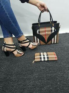 Stylish Handbags, Fashion Handbags, Fashion Bags, Gucci Handbags Outlet, Burberry Handbags, Pretty Shoes, Cute Shoes, Sneakers Fashion, Fashion Shoes