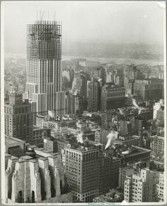 Empire State Building, NYC, New York Historic 1931 construction photo via architizer I may have posted this same photo before but. It bears repeating. Meanwhile, as far as ESB being design. Empire State Building, New York Landmarks, Famous Landmarks, Famous Buildings, Old Pictures, Old Photos, Lewis Wickes Hine, Monuments, New York Architecture