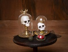 haunted dollhouse Miniature Skulls under Glass Your Dollhouse by DinkyWorld on Etsy Haunted Dollhouse, Haunted Dolls, Dollhouse Kits, Dollhouse Miniatures, Halloween Shadow Box, Halloween House, Halloween Crafts, Minis, Vitrine Miniature