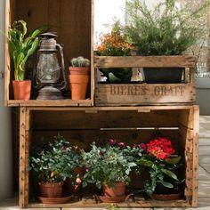 Étagères terrasse / Réaliser des étagères avec des caisses en bois ou cagettes / DIY terrace