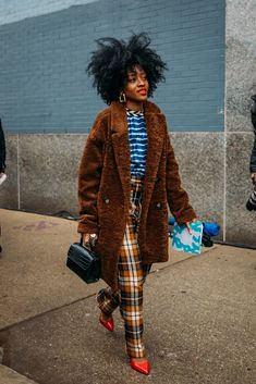 Best Street Style at New York Fashion Week Fall can find Model street style and more on our website.Best Street Style at New York Fashion Week Fall 2020 Trend Fashion, Look Fashion, Paris Fashion, Fashion Photo, Autumn Fashion, Fashion Tips, Fashion Weeks, Fashion Outfits, Fashion Night