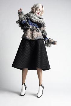 http://www.shwrm.pl/ona/odziez/swetry/51028_dud.zin.ska-sweter-yuko-p.html?kwmiejsce=strona_produktu&kwkampania=box_dynamiczny