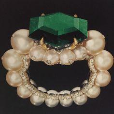 Jewels by JAR #JARParis #LucDanto Ring #emerald #pearls by #jar #thealthanicollection #victoriaandalbertmuseum