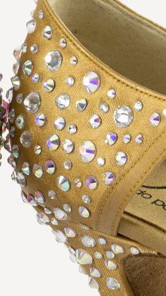 Si bailas deportivo y quieres evitar lesiones... ❤️❤️  Estos son tus zapatos! ❤️❤️ #Tendencia #BAILE #sandals #sandalias #zapatos #salsa #anitacollection #adrianyanita #fashion #redshoes #rojo #moda #kizomba #mambo #tango #salones #hechosamano #madeinspain #manuelreina #zapatosexclusivos #shoes #womanshoes #divinity #luxe #dancer #ballerina #bachata #bailelatino #ilovedance #mambo