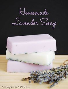 Homemade Lavender Soap // an easy handmade gift for family and friends