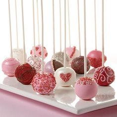 Valentine's Day Cake Ball Pops >> Holidays/Seasons/Celebrations <<