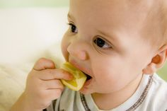 Seguramente has reído a carcajadas cuando tu pequeño hace algo gracioso, pues el siguiente vídeo va con ese mood, pues te mostramos en cámara lenta algunos de los gestos más chistosos de tus bebés al comer limón y helado.   Visita nuestros catálogos de niños y bebés, encuentra los mejores productos a los mejores precios.  http://www.linio.com.mx/ninos-y-bebes/