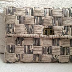 Discover thousands of images about Handibrand Katerina Livanou handiBRAND Crochet Wallet, Crochet Purses, Crochet Baby Dress Pattern, Crochet Shoes, Plastic Canvas Stitches, Canvas Purse, Canvas Bags, Diy Clutch, Diy Wallet
