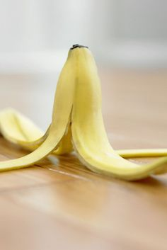 Whiten teeth with a banana peel. - 13 Life Hacks Every Girl Should Know | http://www.hercampus.com/life/13-life-hacks-every-girl-should-know