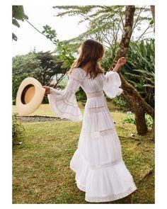 Idealidades de @gabriellamcampagna  { by @hannahthomson}. #goodmorning #buenosdías #wedding #weddingday #boda #bride #bridetobe #bridal #onedaybridal #onedaybride #novia #groom #bridaldress #vestidodenovia #weddingdress #vintage #bohobride #bohemia #bohemian #inlove #amazing #espectacular #beautiful #stunning #weddinginspiration #inspiration #love #like #picoftheday #siempremia