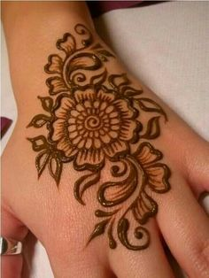 Mehndi become an art and culture. Mehndi is not famous only among women but also in kids. Mehndi Designs for Kids 2016 that you would love to try and will satisfy your kid :). Mehndi Designs For Kids, Mehndi Designs For Beginners, Latest Mehndi Designs, Bridal Mehndi Designs, Simple Mehndi Designs, Bridal Henna, Cute Henna Designs, Henna Flower Designs, Easy Designs