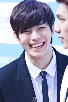 Hongbin's smile (+ dimples ><) brighter than your future ._.