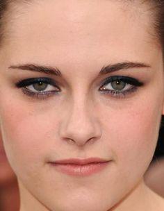 kristen stewart navy metallic eyes at the Oscars 2010