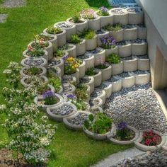 Small Backyard Landscaping Ideas and Design on a Budget # Backyard # Front . Small Backyard Landscaping Ideas and Designs on a Budget # Backyard # Front Yard # Garden Unique Garden, Diy Garden, Garden Projects, Garden Types, Garden Edging, Garden Planters, Outdoor Projects, House Projects, Garden Beds