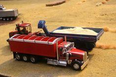 1/64 KW Grain Truck