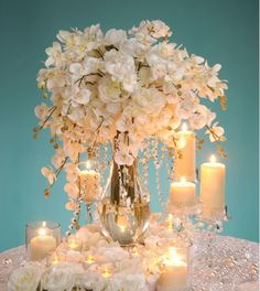 David Tutera shows us how to do a DIY centerpiece http://www.davidtutera.com/category/crafting/