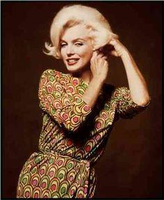Marilyn Monroe wearing a Pucci print dress. Some bizarre info: she was even buried wearing a green Pucci dress.