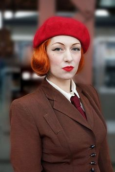 Ava Aviacion, beret and 1940s style jacket for winter