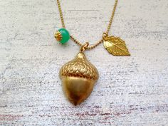 Zarte Kette mit Eichelanhänger, herbstlich / necklace with golden acorn and leave by MiMaMeise via DaWanda.com