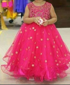 Mom And Baby Dresses, Baby Girl Party Dresses, Dresses Kids Girl, Party Wear Dresses, Flower Girl Dresses, Kids Outfits, Baby Lehenga, Kids Lehenga, Baby Frocks Designs