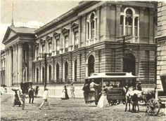 Tranvia con caballo, frente a Palacio Nacional