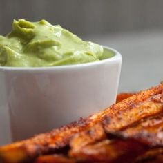 This avocado mayonnaise with roasted garlic is a great little dip for any baked vegetable and makes a brilliant topping for burgers or sandwiches. Mayonnaise, Veggie Recipes, Cooking Recipes, Freeze Avocado, Crispy Sweet Potato, Healthy Snacks, Healthy Recipes, Healthy Eating, Brunch