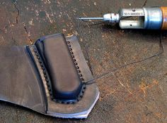 Leather Some tips and thoughts on folder sheaths...some crazy skilled advice on this art.