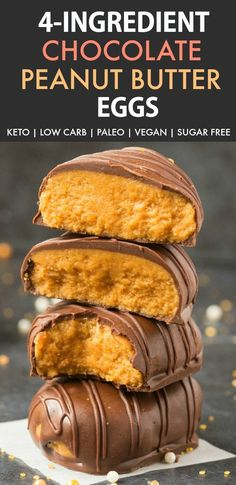 Easy and low carb keto peanut butter Easter eggs recipe which tastes like Reese's! Vegan, Paleo and made with just 4 ingredients- Peanut Free option too! Chocolate Paleo, Chocolate Peanuts, Chocolate Recipes, Easter Chocolate, Chocolate Hair, Reese Peanut Butter Eggs, Healthy Peanut Butter, Chocolate Peanut Butter, Healthy Food