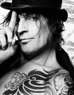 My fav current pic of Tommy Lee Nikki Sixx, Beautiful Boys, Beautiful People, Amazing People, Tommy Lee Motley Crue, 80s Hair Bands, Music Love, Music Pics, Hard Rock